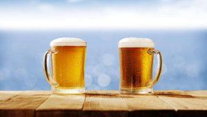 El mar Mediterráneo y la cerveza van de la mano en España